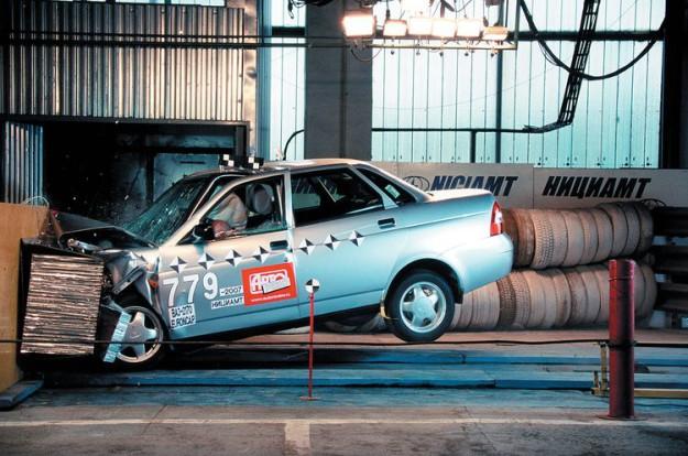 Краш-тест Lada Priora