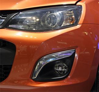 Бампер автомобиля получил новую оптику, большие воздухозаборники